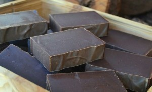 Practica esta receta para hacer jabon de chocolate